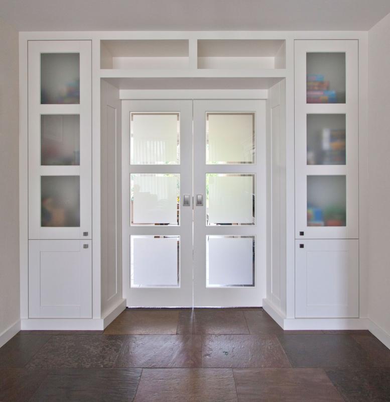 шкаф вокруг дверного проема фото правило