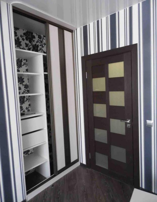 Самоклеющаяся пленка для межкомнатных дверей фото