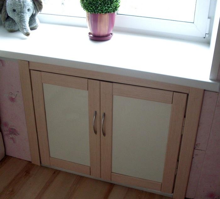 стене шкафчик под окном на кухне фото самые интересные